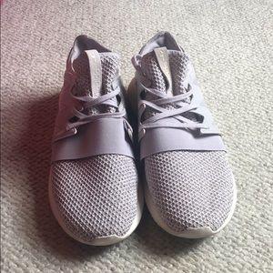 Adidas women's sneaker size 8
